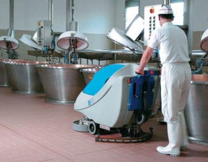 macchine pulizia industriali uomo a terra