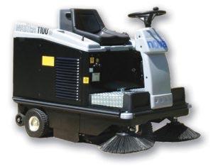 macchine pulizia industriali uomo a bordo