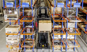 carrello elevatore automatico sollevamento autonomo linde