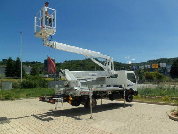 camion con cestello manutenzione impianti